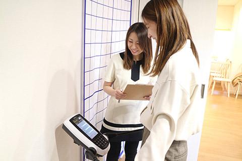 インボディ測定で脂肪や筋肉量を計ります